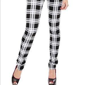 Size 7 plaid Tripp skinny jeans